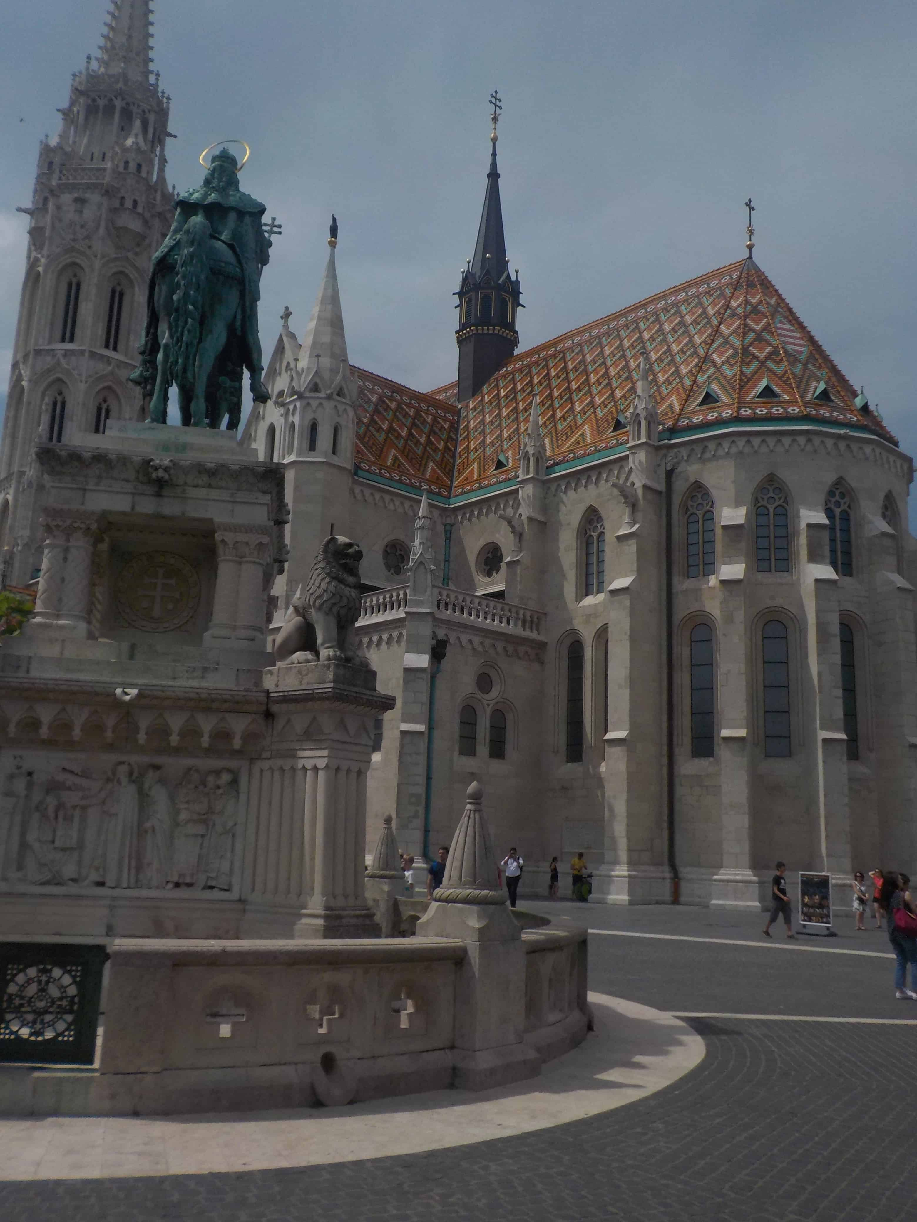 Eglise St Mathias : place centrale