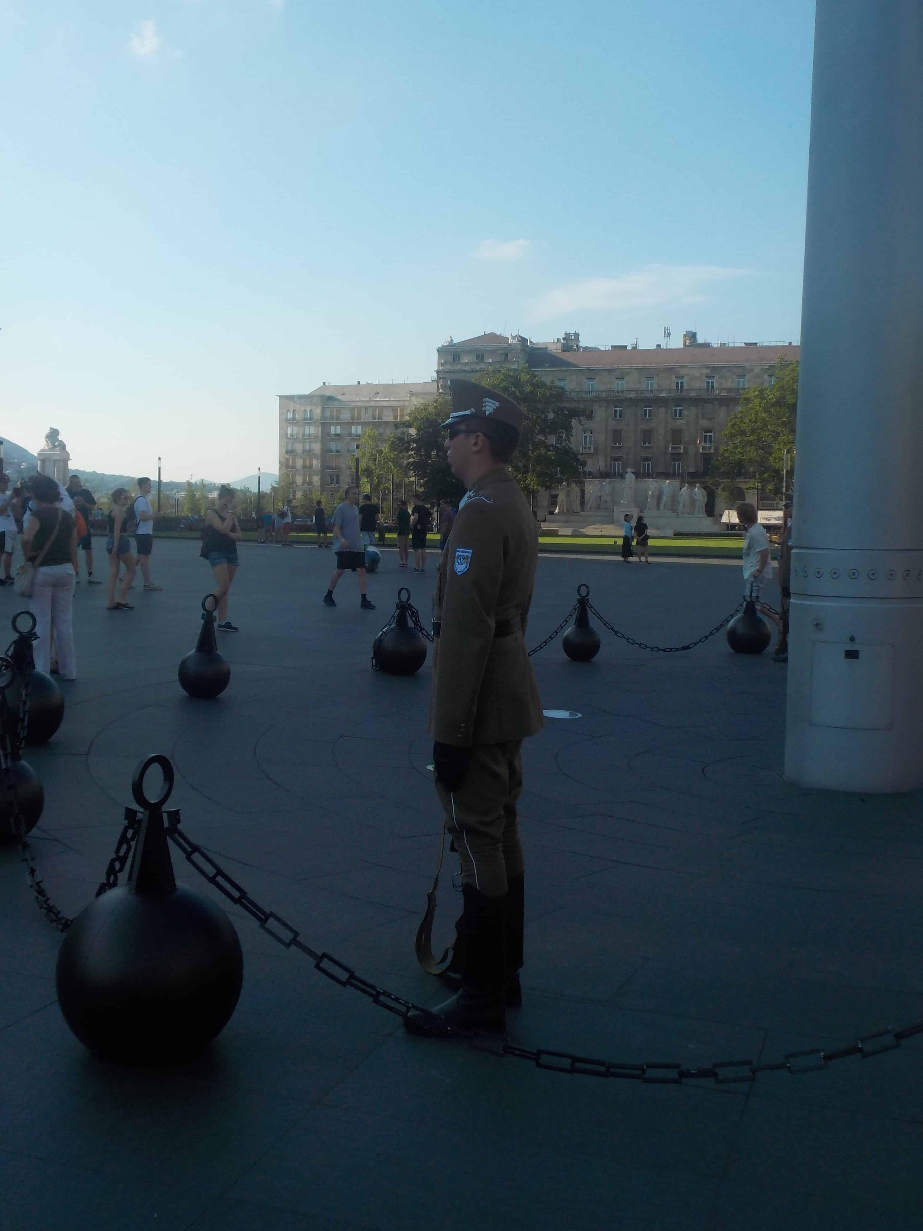 Au Parlement : soldat