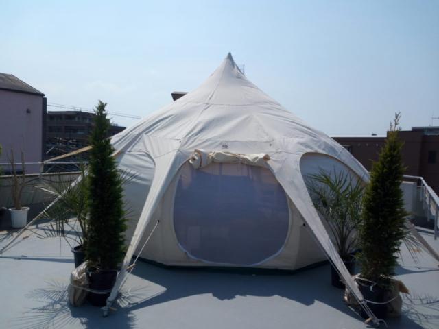 tente sur le toit