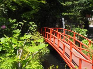 un pont rouge
