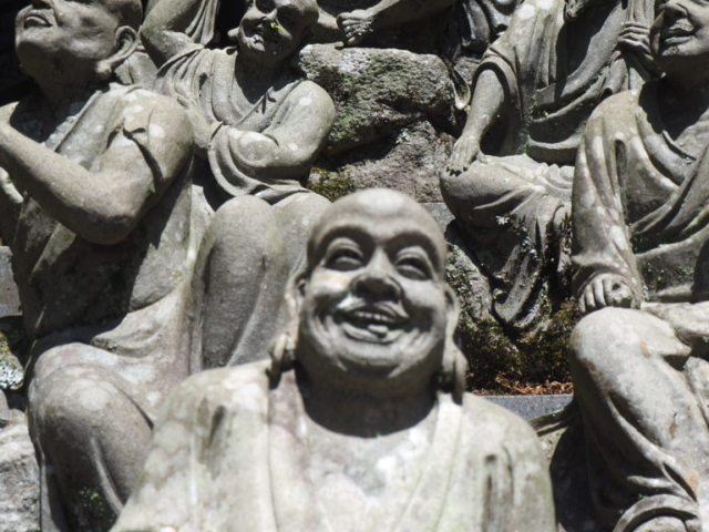 statuettes avec des visages réalistes