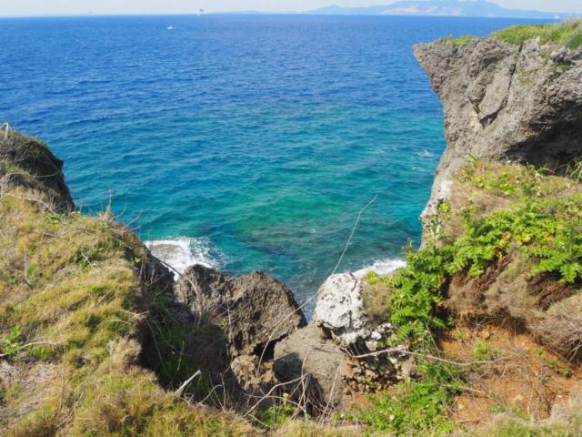 falaises et eau turquoise