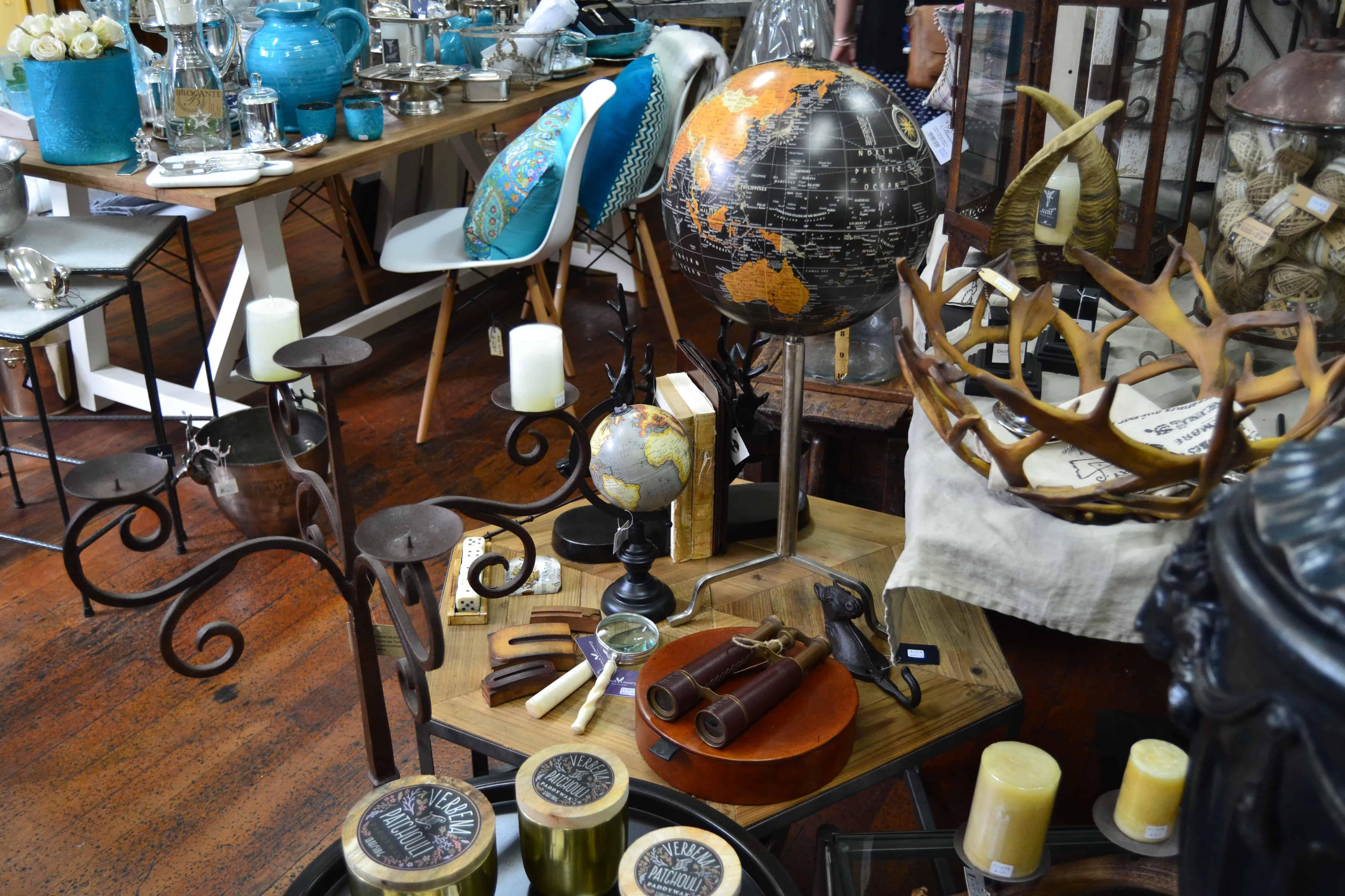 globes  & objets d'époque