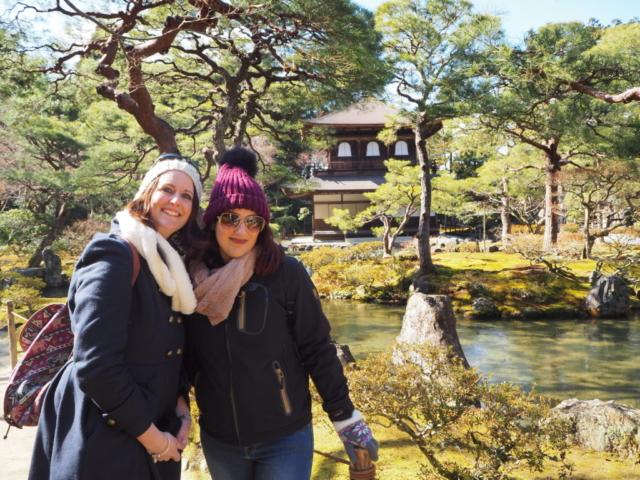 Charlotte et moi devant le Ginkakuji Temple