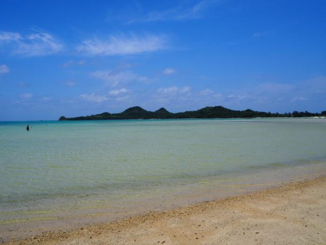 plage et son eau turquoise