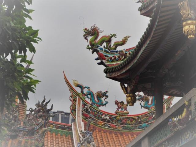 dragons sur le toit