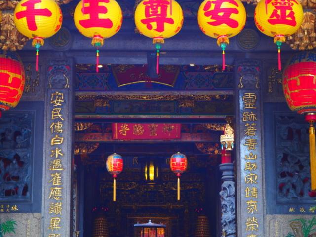 entrée temple coloré