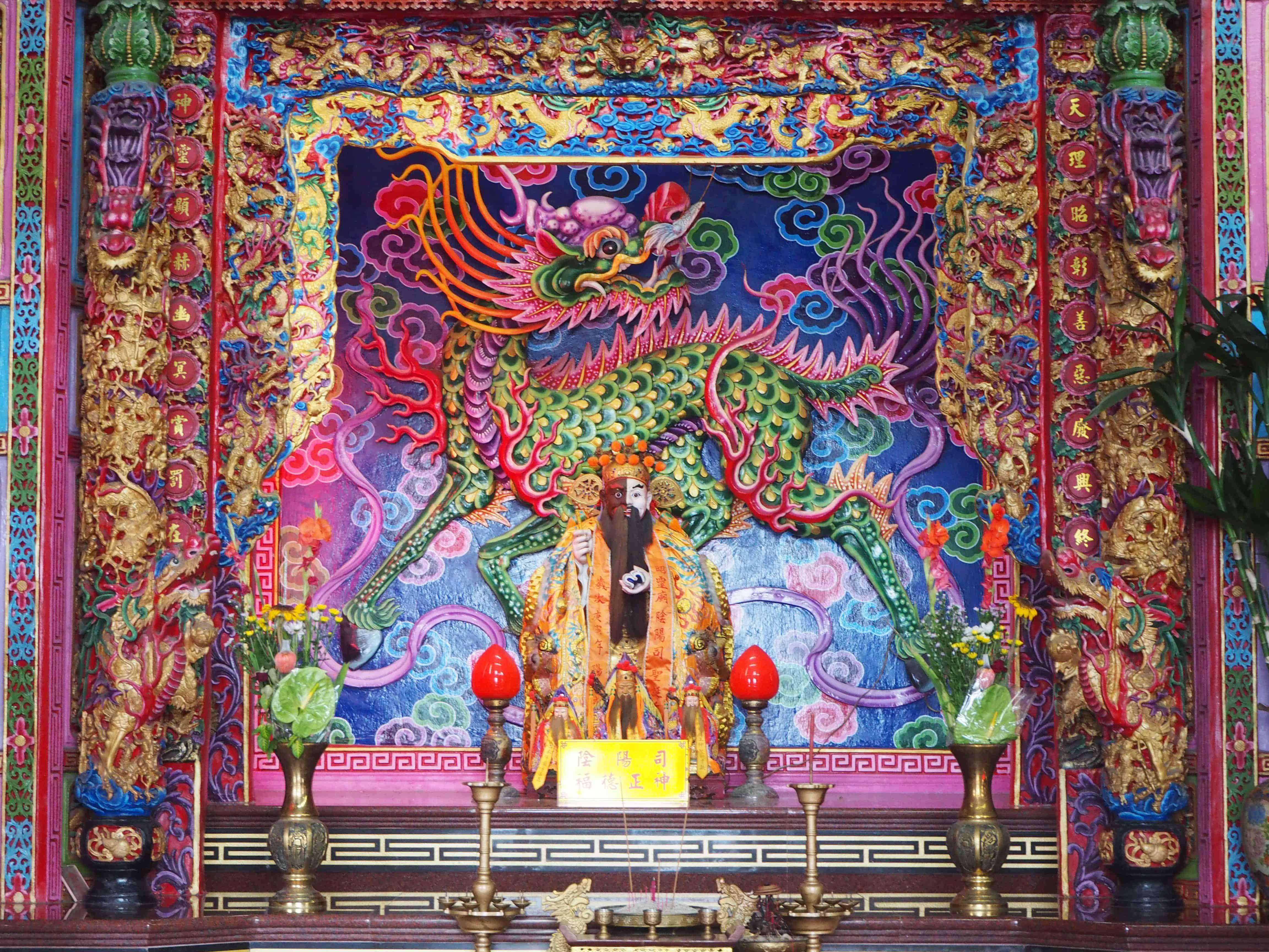 dragon très coloré d'un temple