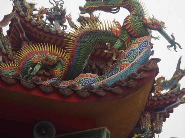 dragon sur le toit