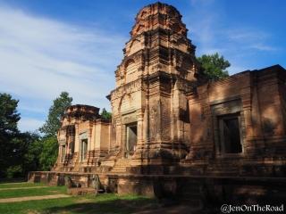 temple sur une belle place